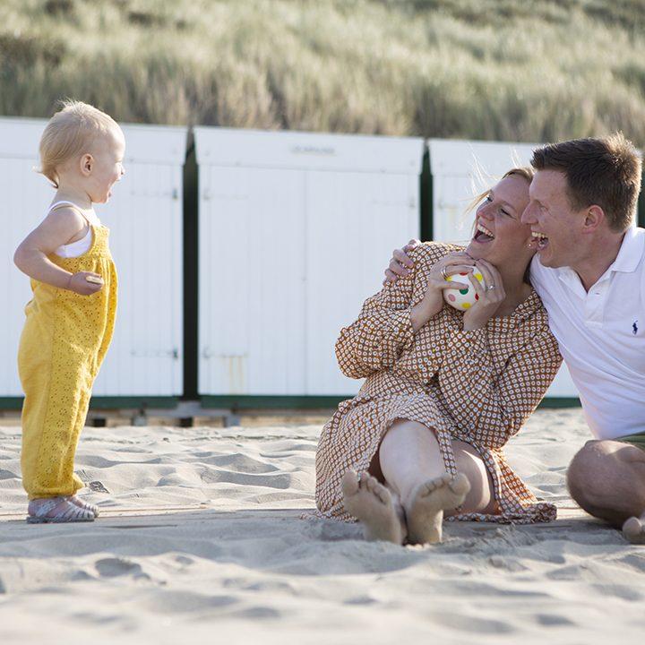 Foto's gezin strand Zoutelande Zeeland | Gezinsfotografie