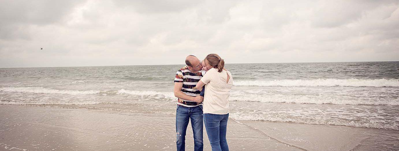 Gezinsfotoshoot op het strand in Westkapelle | Gezinsfotografie Zeeland